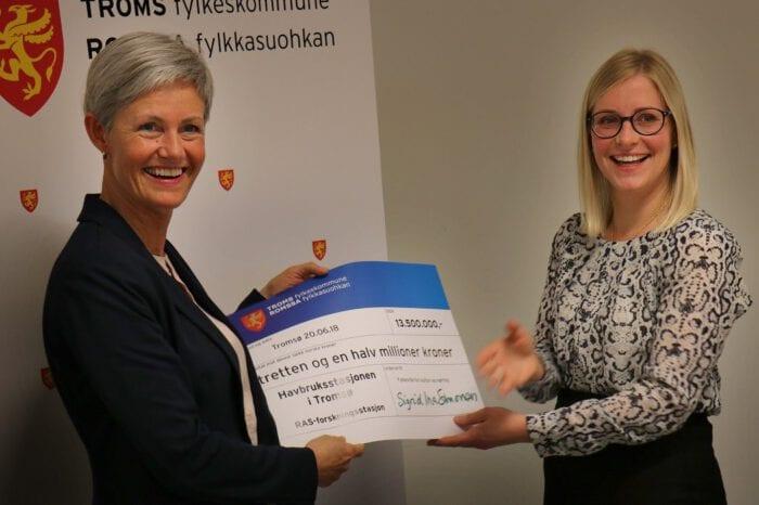 Rita Sæther, daglig leder for Havbruksstasjonen og fylkesråd for kultur og næring Sigrid Ina Simonsen